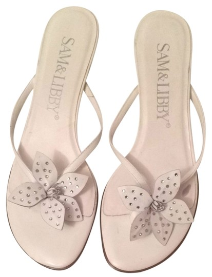 Preload https://item4.tradesy.com/images/sam-and-libby-white-jeweled-flower-sandals-size-us-9-regular-m-b-4666783-0-0.jpg?width=440&height=440