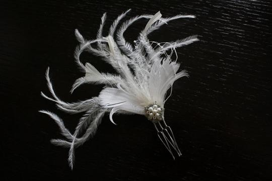 Preload https://item2.tradesy.com/images/ivorysilver-feather-fascinator-hair-accessory-46681-0-0.jpg?width=440&height=440