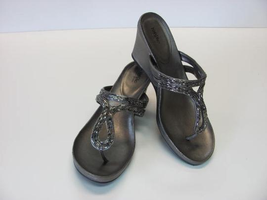 Mossimo Supply Co. New Excellent Condition Size 9.00 Bronze Wedges