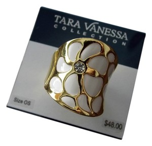 Tara Vanessa Tara Vanessa Collection White Flower STRETCH Ring ONE SIZE FITS ALL
