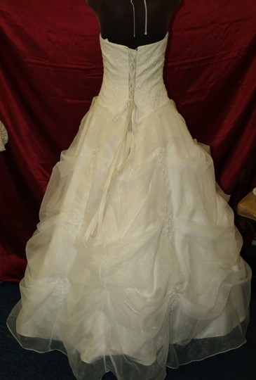 Light Ivory Organza High Neck Full Skirt Bridal Gown Formal Wedding Dress Size 10 (M)