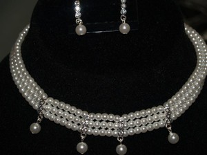 White Pearls And Austrian Crystals Chocker & Earri