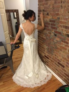 Cream White Lace Chantilly Low Back A-line Flowy Sexy Wedding Dress Size 2 (XS)