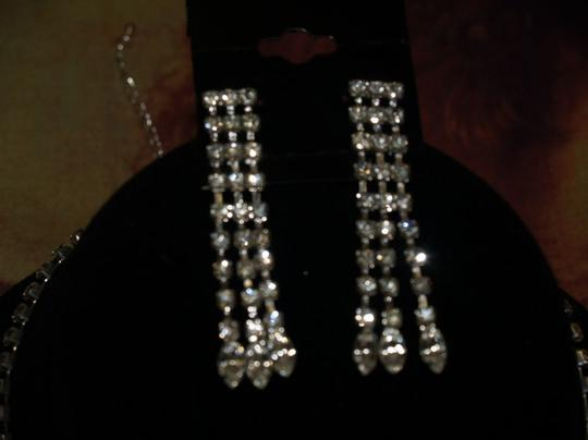 A Necklace And Earrings Rrhinestones & Crystals Se