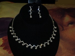 Necklace And Earrings Set Of Pearls And Rhinestone