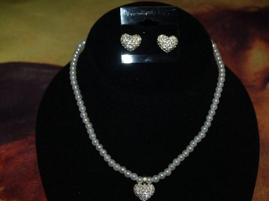 Set Of Necklace And Earrings White Faux Pearls And
