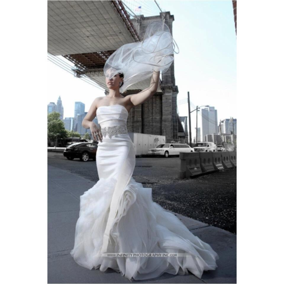Vera wang wedding dress on sale 65 off wedding dresses for Average price of vera wang wedding dress