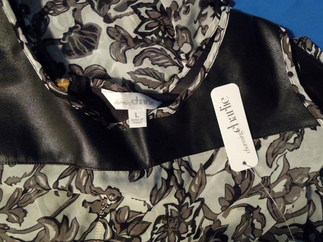 Charming Charlie Top black & white floral
