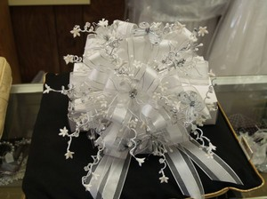 White/silver Round Bridal Bouquet Wb02