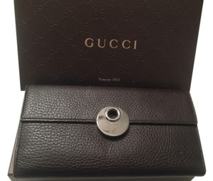 Gucci AUTHENTIC Gucci Mocha Brown Leather Women's Coin Wallet, # 231835. Silver Logo Buckle Made in Italy