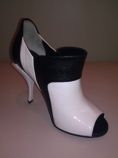 Fendi Black/White Pumps