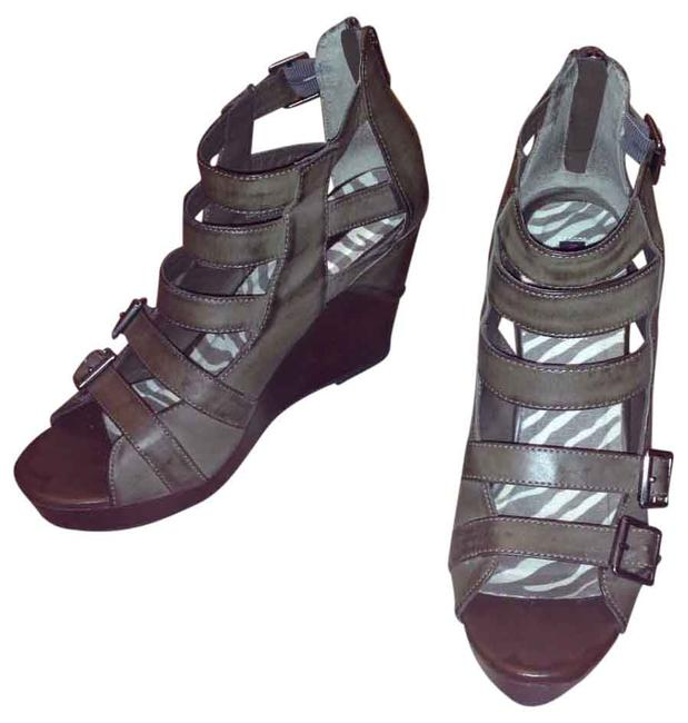 Material Girl Distressed Olive Green Leather Zipper Back Wedges Size US 8.5 Regular (M, B) Material Girl Distressed Olive Green Leather Zipper Back Wedges Size US 8.5 Regular (M, B) Image 1