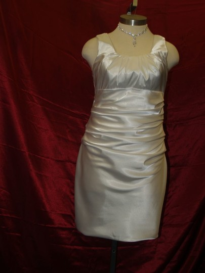 White Unknown Flattering Short #2970 Destination Wedding Dress Size 14 (L)
