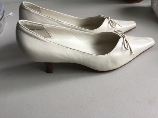 "Preview International White 2"" Heal with Bow Pumps"