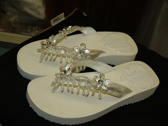 Ivory Thongs For Beach Beige Flip Flops Beach Destination Cruise Wear Vacation Sandals Size US 8