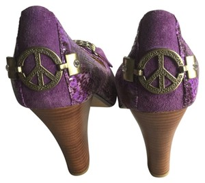 Naughty Monkey -Brass Peace Sign + Chains - Rhinestones - Faux Snakeskin - Suede - Open Toe - Purple Brown Pumps