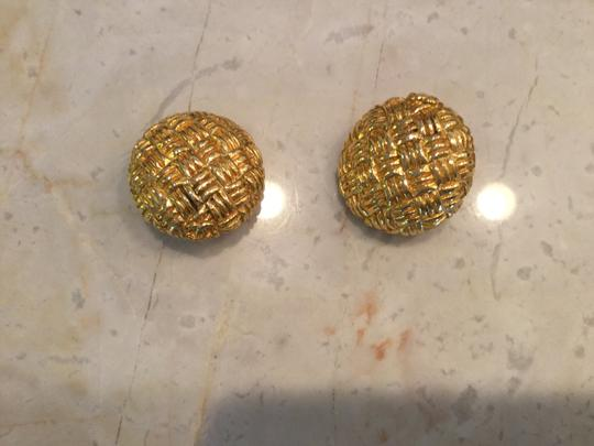 Chanel Vintage classic clip on gold Chanel earring