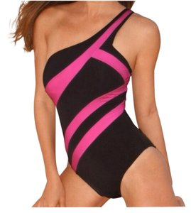 Kenneth Cole One shoulder maillot