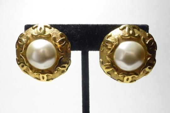 Chanel Authentic Chanel Vintage Gripoix Mabe Pearl CC Emblems Clip On Gold Plate Earrings So Chic