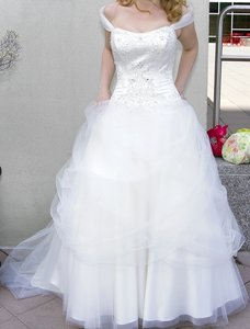 Alfred Angelo Ivory Disney Collection Belle #206 Wedding Dress Size 6 (S)