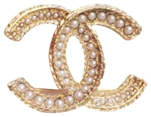 Chanel Chanel CC pin Gold