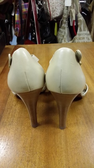 Tahari Beige Pumps
