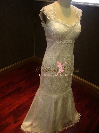 Ivory Lace Chantilly Trumpet Style Vintage Wedding Dress Size 2 (XS)