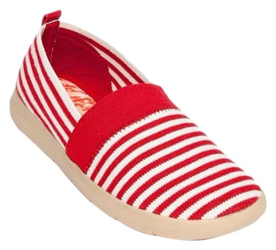 Bare Traps red/white Flats