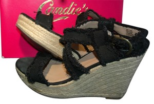 Candie's black Wedges
