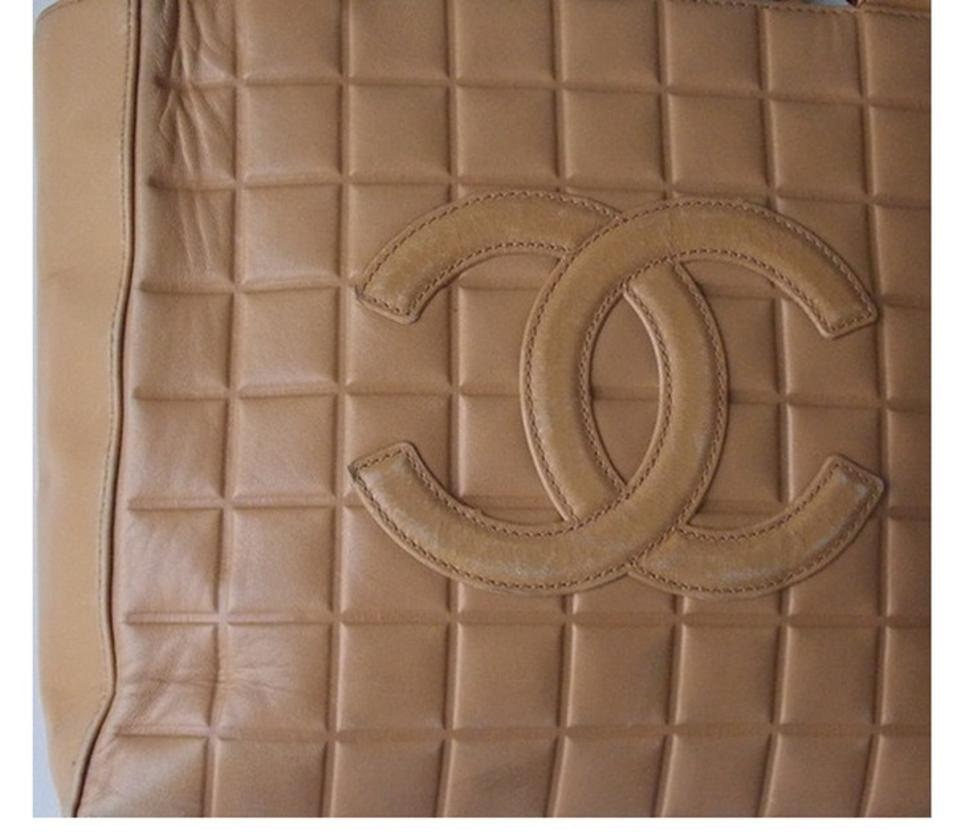 b975ac5e0199 Chanel Cc Logo Embossed Leather Shoulder Bag Image 9. 12345678910