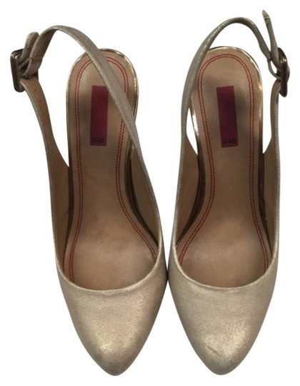 Preload https://item5.tradesy.com/images/548-nude-with-a-hint-of-gold-pumps-size-us-75-regular-m-b-4743919-0-0.jpg?width=440&height=440