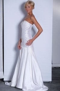 Justina McCaffrey Diamond/Silk White Shantung Veronique Formal Wedding Dress Size 2 (XS)
