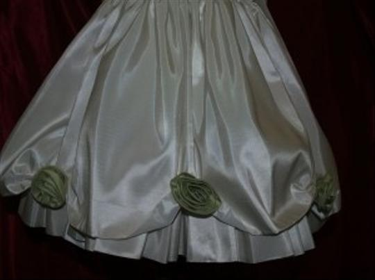 Ivory / Green Taffeta Color: /Sage Style #bl101 Formal Dress Size 2 (XS)