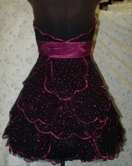 Black Tulle Neblome Black/Fuschia #6082 Modern Bridesmaid/Mob Dress Size 6 (S)