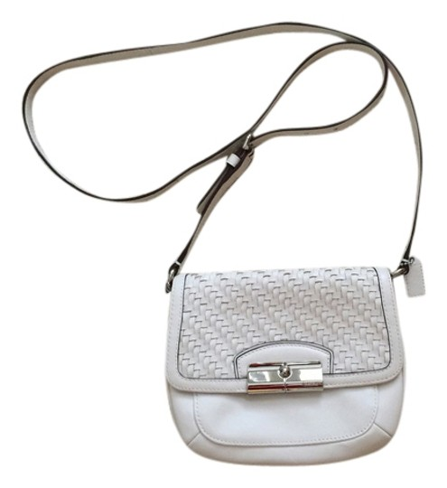 Preload https://item4.tradesy.com/images/coach-white-leather-messenger-bag-4768978-0-0.jpg?width=440&height=440