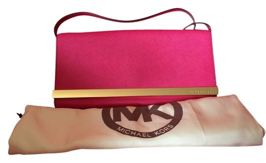 Preload https://item1.tradesy.com/images/michael-kors-pink-leather-clutch-4786240-0-0.jpg?width=440&height=440