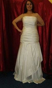 Long Bridal Gown Ivory Size: 14 #947 Wedding Dress