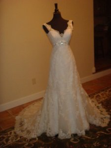 Allure Bridals Ivory Lace 8634 Traditional Wedding Dress Size 6 (S)