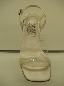 Special Occasions by Saugus Shoe White Low Heel Open Toes Size US 5 Regular (M, B)