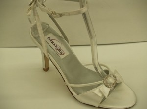 Dyeables Whisper White Size 5.5 Heels 3'' New!!! Open Toe Sandals Crystals Beach Summer Wedding Shoes