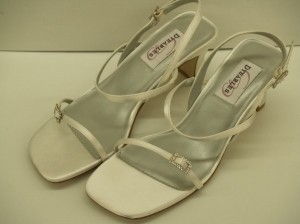 Dyeables Grandeur White Size 6 New!!!! Thin Strappy Sandals Rhinestone Buckles Elegant Wedding Shoes