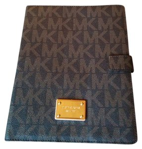 Michael Kors Michael Kors logo IPad case with flip option