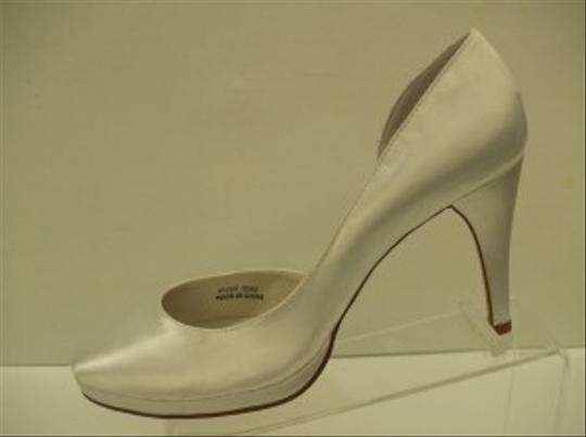 Special Occasions by Saugus Shoe White Angelica Satin Platforms Bridal Fancy Pumps Size US 6.5 Regular (M, B)