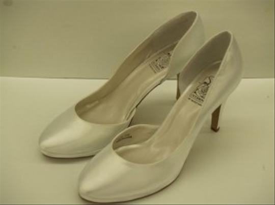 Special Occasions by Saugus Shoe White Angelica 7301 New Platform Satin Classic Pumps Size US 8