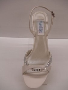 Dyeables Silk Size 6.5 Ivory Beige Off White Sandal Crystals Bling Strappy Formal Wedding Shoes