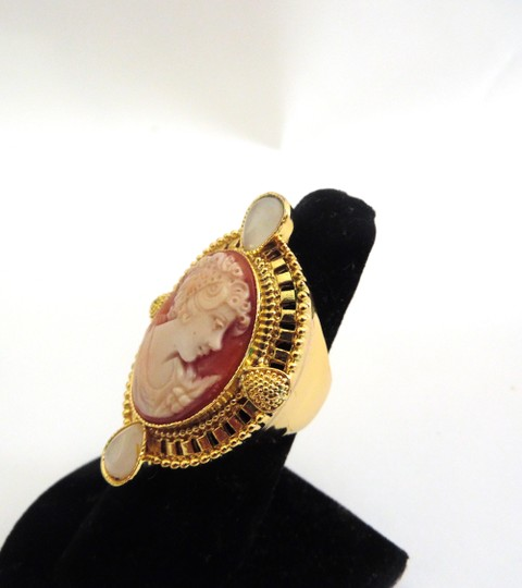 AMEDEO AMEDEO NYC Villa Pisani Cornelian Shell & Simulated Cats Eye Cameo Ring Size 8