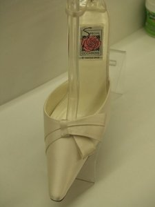 Special Occasions By Saugus Shoe Silk Beige Ivory Modern Bow Closed Toe Pointy Toe Wedding Shoes