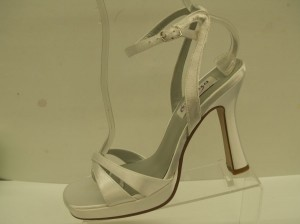 Dyeables Paradise White Size 7 Platforms High Heels Open Toe Satin Sandals 3.5 Inch Heel Destination Wedding Shoes