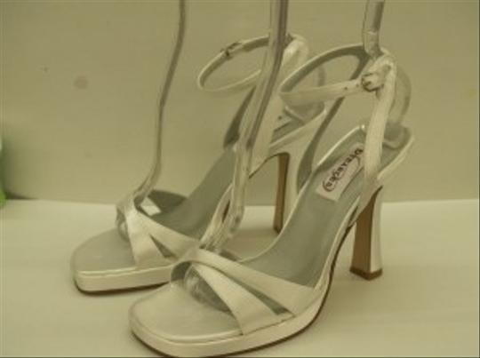 Dyeables White Paradise High Heels Open Toe Satin Sandals 3.5 Inch Heel Destination Platforms Size US 7 Regular (M, B)