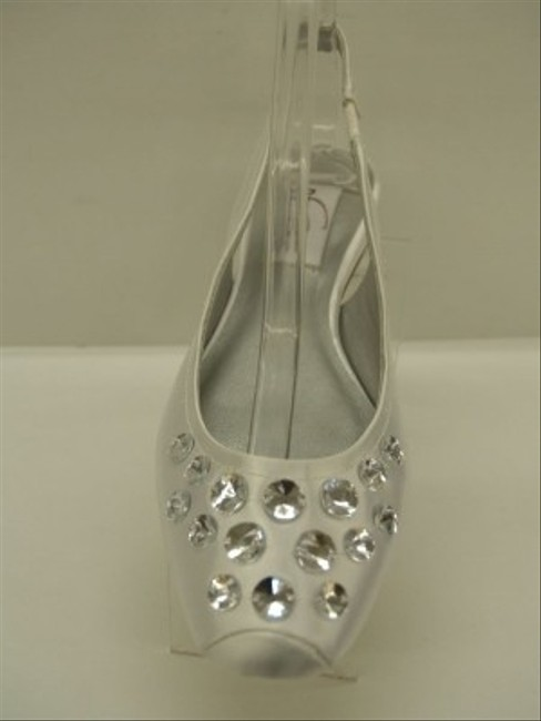 Item - White Cassie Closed Toe Bling Crystals Silver Satin Comfortable Flats Size US 7 Regular (M, B)